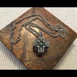 Jewelry - Celtic keepsake for your loved ones memories